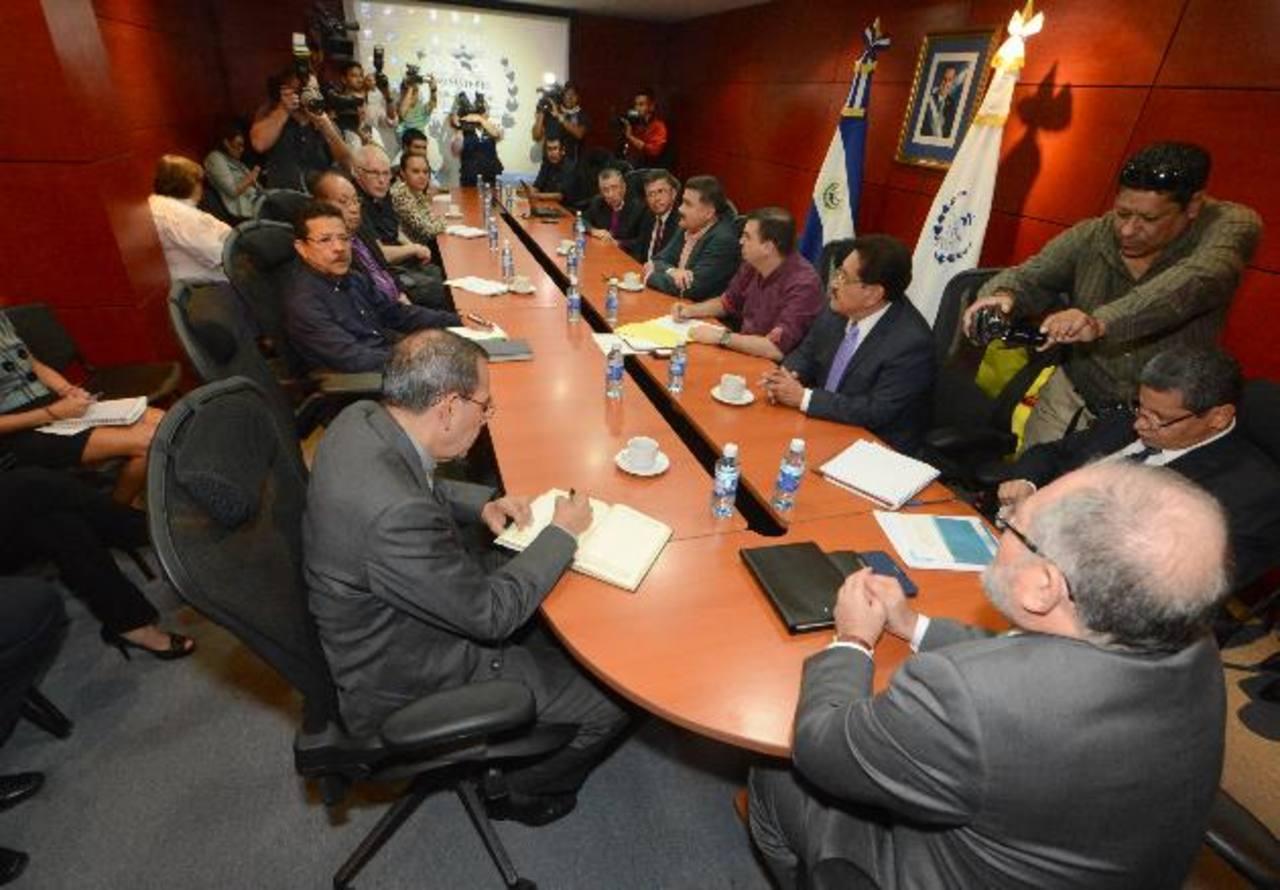 La semana pasada, Perdomo anunció la creación de la comisión que trabajará en el proceso de pacificación nacional, sin la participación de los mediadores de la tregua. Foto EDH / Archivo