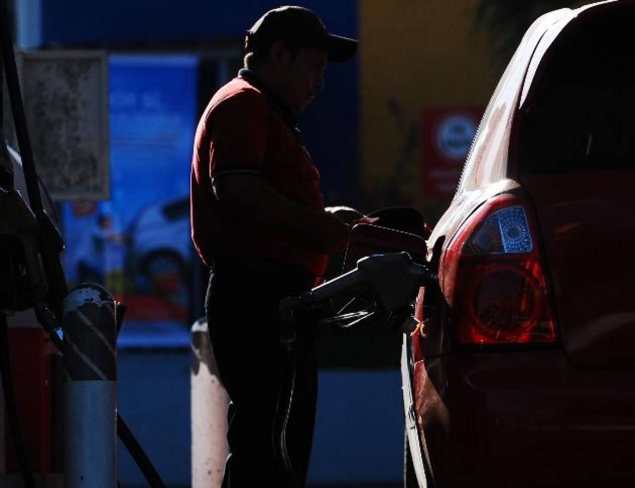Entre $0.05 y $0.10 suben los precios de los combustibles