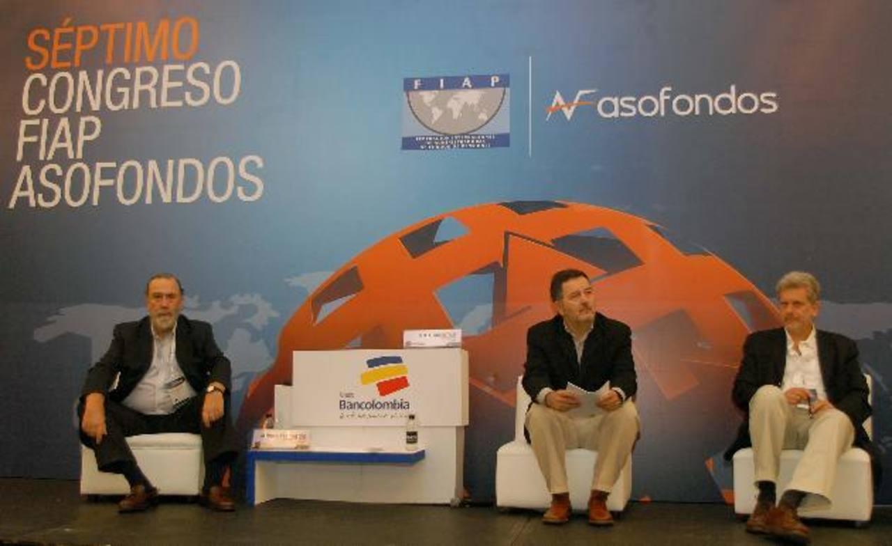 Algunos de los ponentes ayer en el Congreso Internacional de Fondos de Pensiones, en Cartagena. Debatieron sobre concesiones. Foto edh / Enrique Miranda
