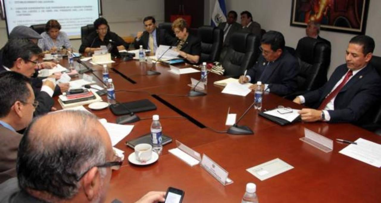 El FMLN y FMI negociarán plan fiscal nuevo gobierno
