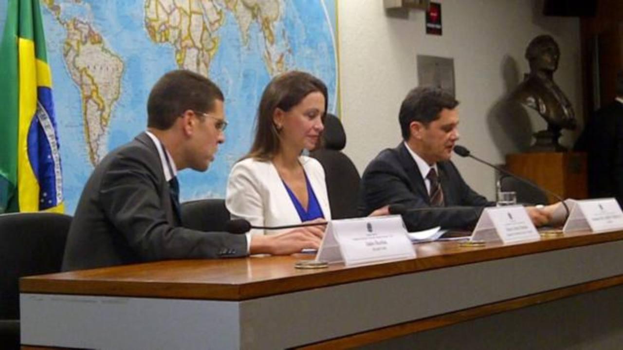 La opositora María Corina Machado (c) explicó la situación en Venezuela ante la Comisión de Relaciones Exteriores del Senado brasileño. foto edh / cortesía de diario El impulso