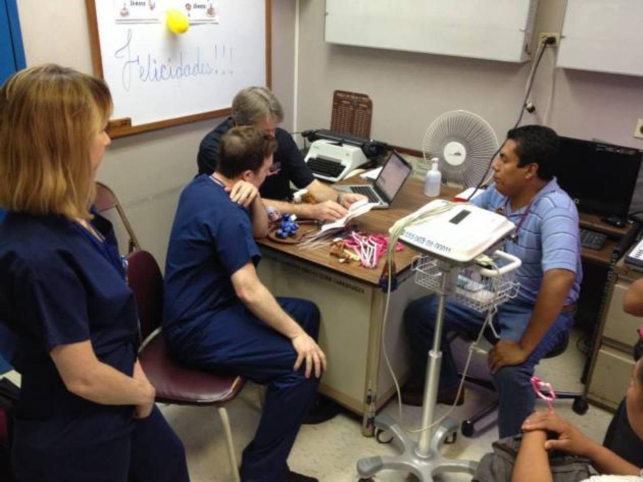 Los médicos que realizan la jornada han venido desde Los Ángeles, Estados Unidos, para apoyar a los niños. EDH / cortesía