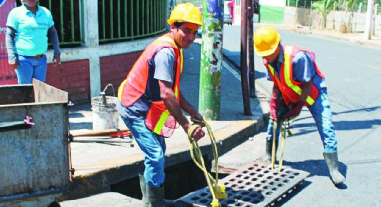 Con la medida se contribuye a la limpieza de la ciudad. Foto EDH /ROBERTO ZAMBRANO