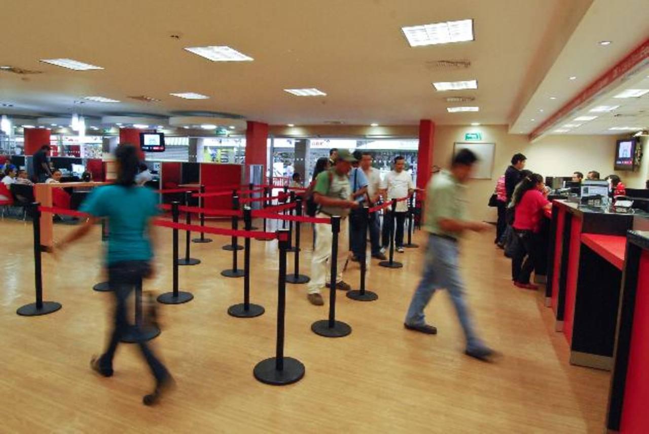 Las oficinas administrativas de algunos bancos estarán cerradas hoy; mientras que las sucursales, miniagencias y centros de atención al cliente operarán hasta las 12:00 m.