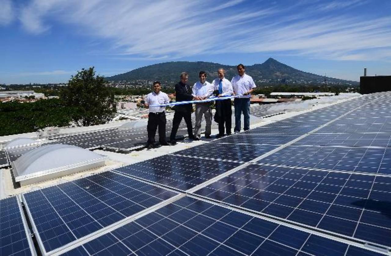 La planta posee 408 paneles solares, que producen 180 mil kilowats hora por año. Fotos edh / rené Quintilla