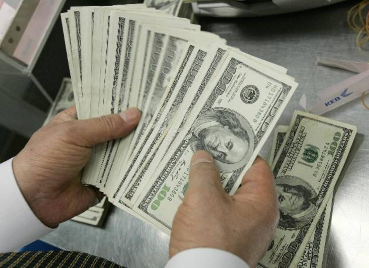 Las remesas son de los principales ingresos de divisas para El Salvador. foto edh / archivo