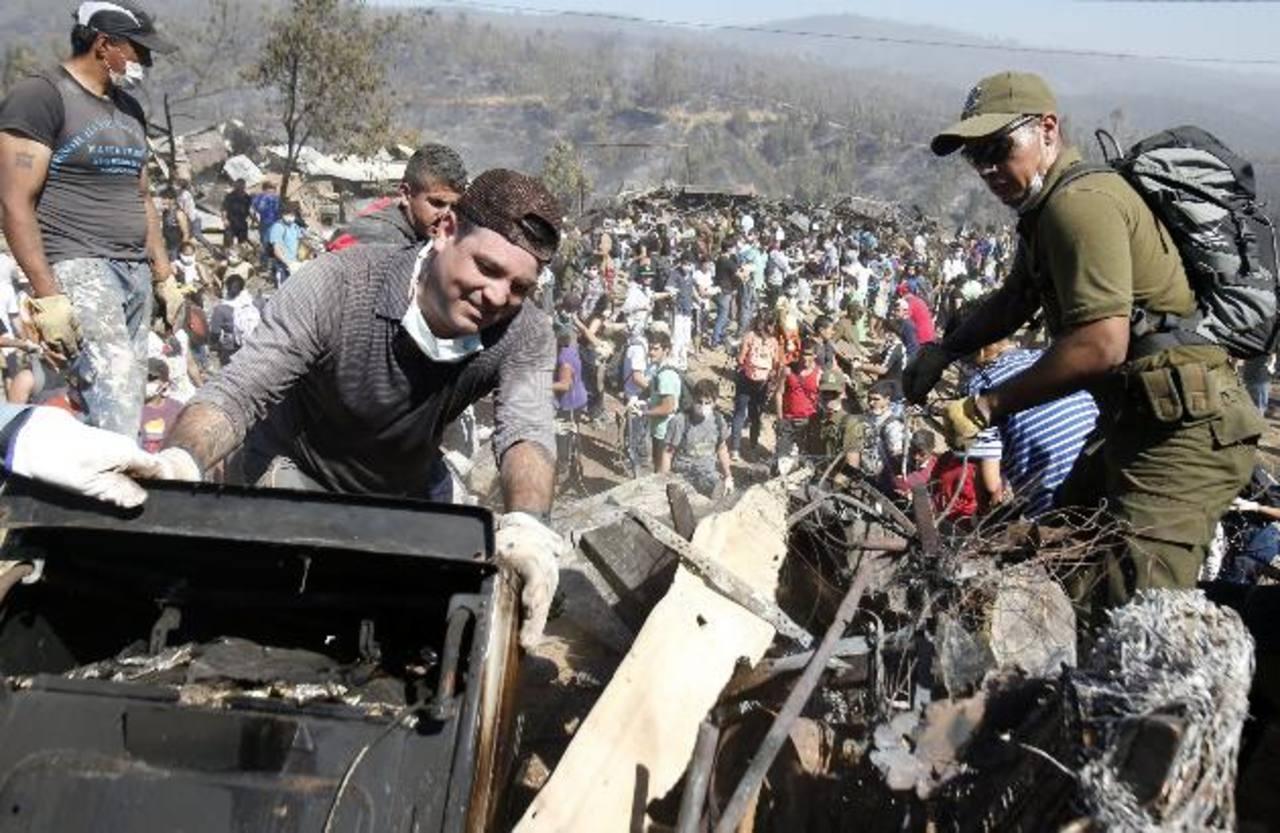 Ya son 13 los muertos tras incendio en Chile