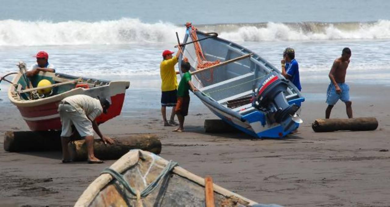 Los pescadores del departamento de La Unión están elaborando un escrito en el que pedirán a las autoridades reforzar la vigilancia en la franja que divide El Salvador de Honduras.