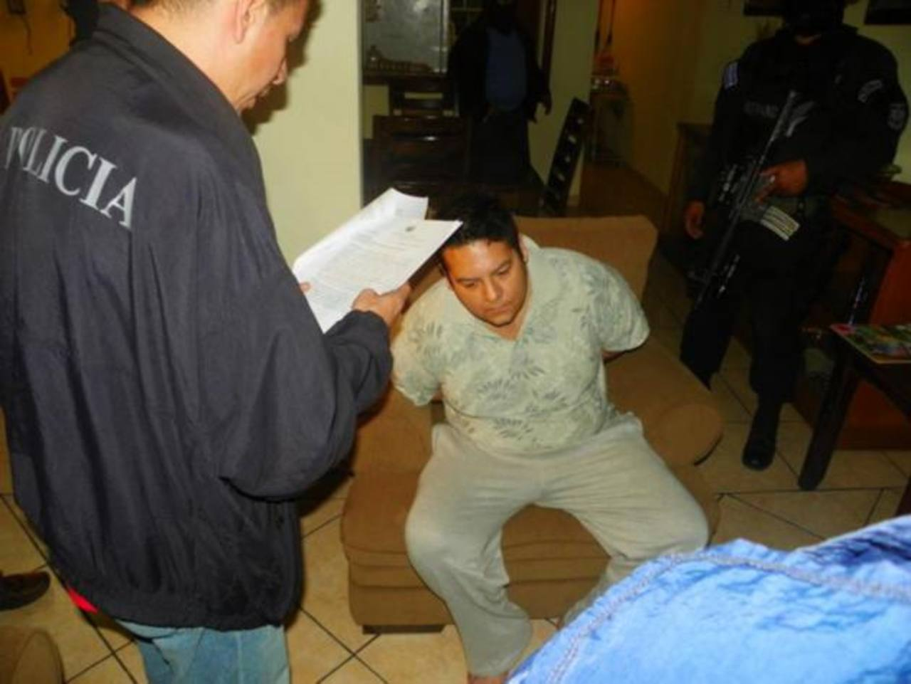 Fiscal y capitán relacionados a banda robacarros estarán en libertad al pagar fianza