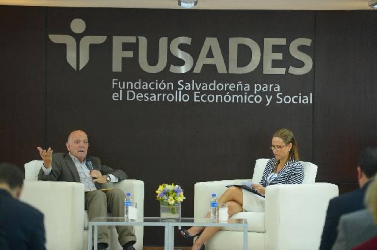 Alcántara ha realizado varios estudios en El Salvador acerca del perfil de los diputados. foto edh / rené Quintanilla