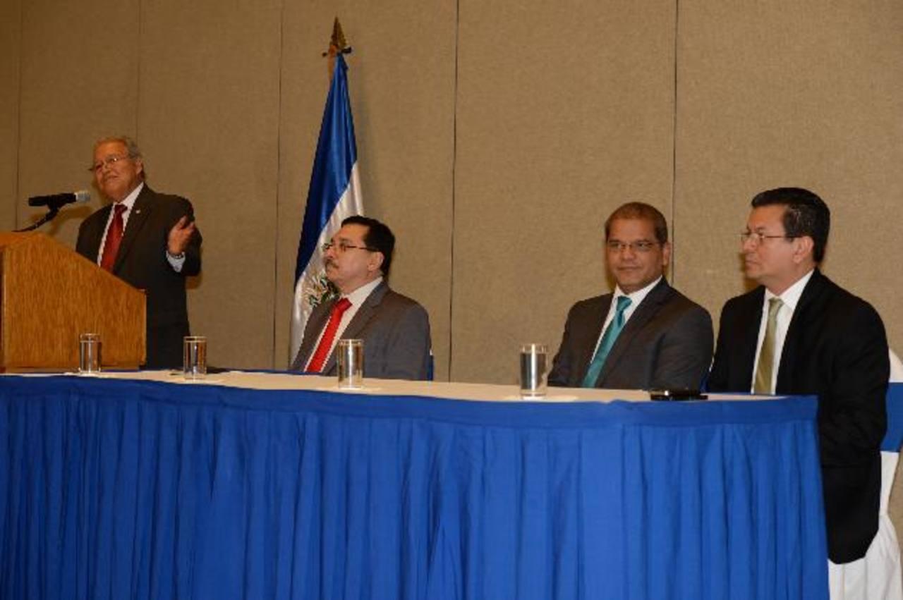 Presidente electo Sánchez Cerén (izquierda), con Medardo González, secretario del FMLN, el vicepresidente electo, Óscar Ortiz y Hugo Martínez, futuro canciller. foto EDH / jorge reyes