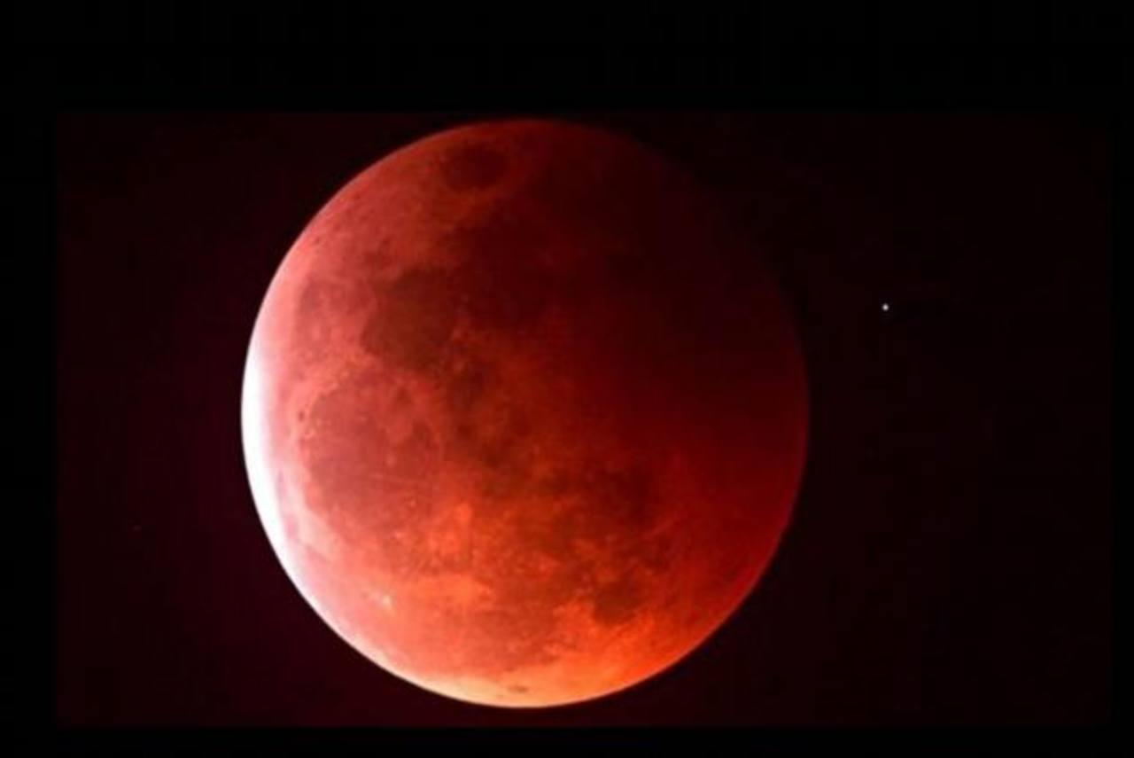 De acuerdo con la NASA, un eclipse lunar ocurre cuando la Tierra se posiciona entre el Sol y la Luna. foto