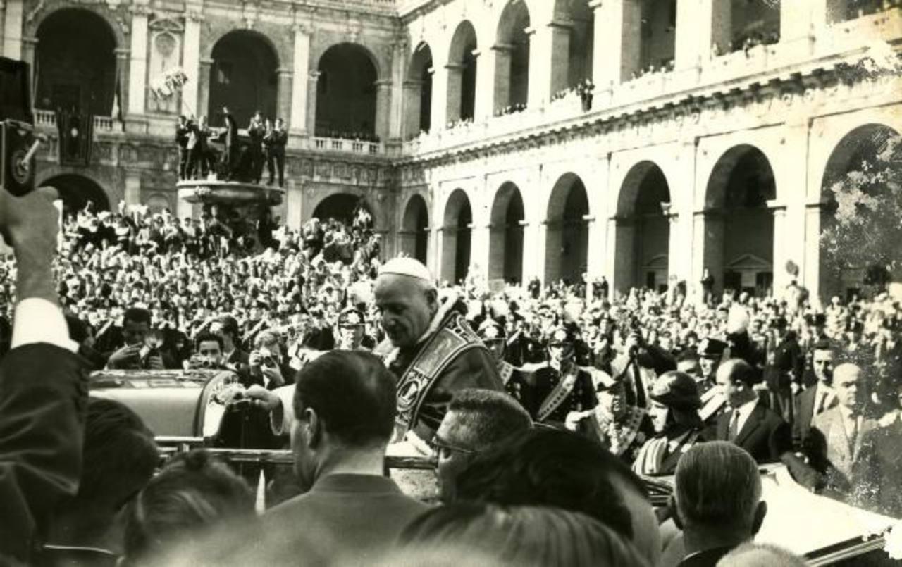 Visita del papa Juan XXIII al Santuario de Loreto, Italia. foto edh /Archivo