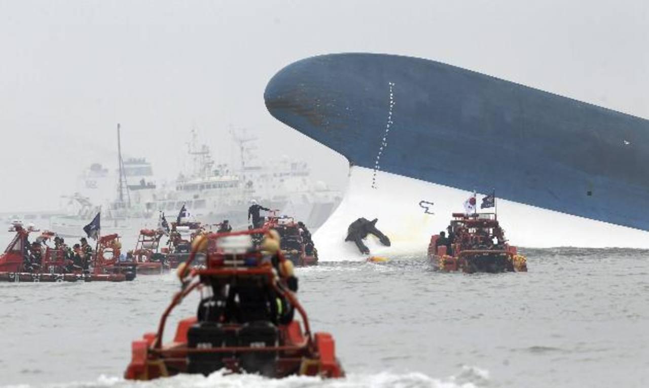 El buque naufragó en aguas próximas a la isla Jindo, en Corea del Sur, donde ayer realizaban labores de rescate. foto edh /EFE