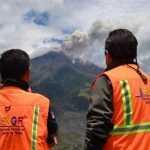 Volcán en Ecuador registra fuerte explosión