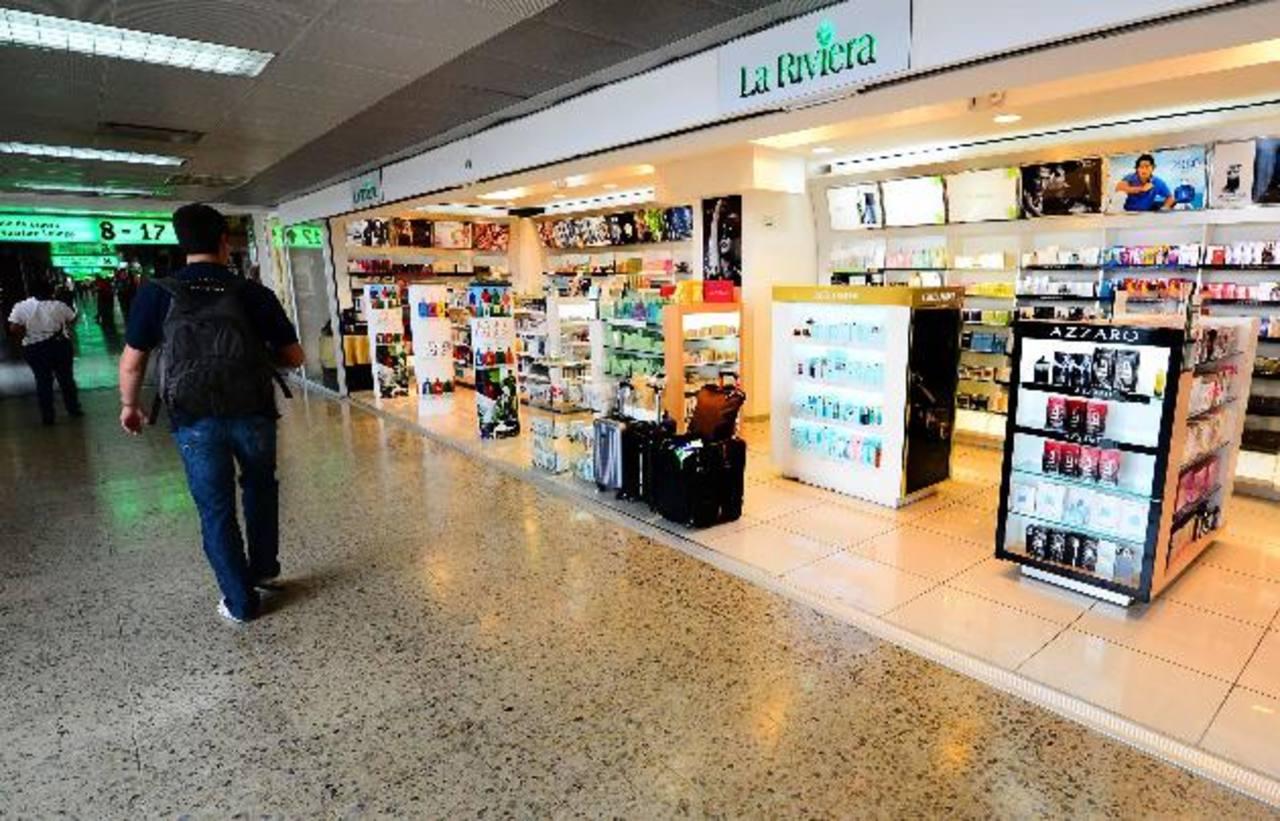 Con esta política se espera generar más ingresos para el aeropuerto. foto edh / archivo