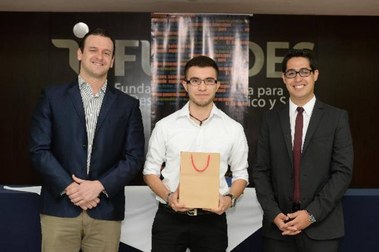 Rodrigo Molina, vicepresidente de Creo (Izq.), Roberto Alfaro y Ricardo Avelar. Foto EDH/Jorge Reyes.
