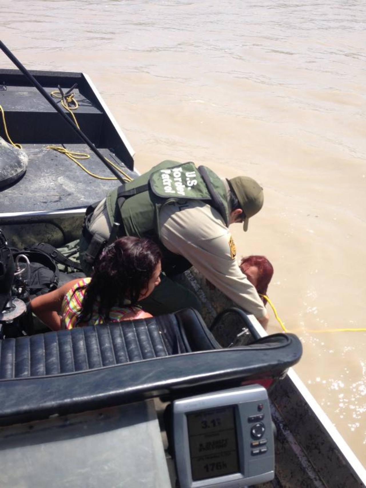 Rescatan a madre e hija salvadoreñas en el Río Grande