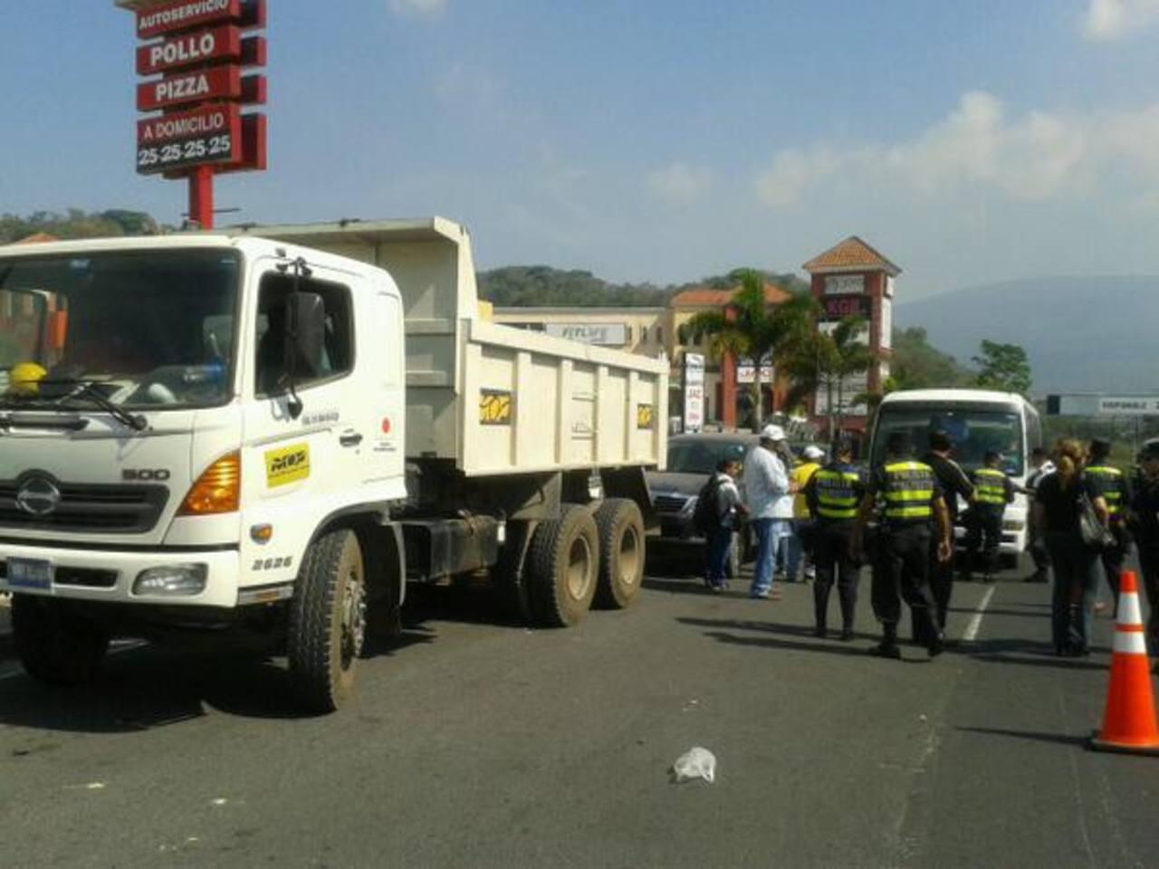 Autoridades dan inicio con verificación de vehículos.