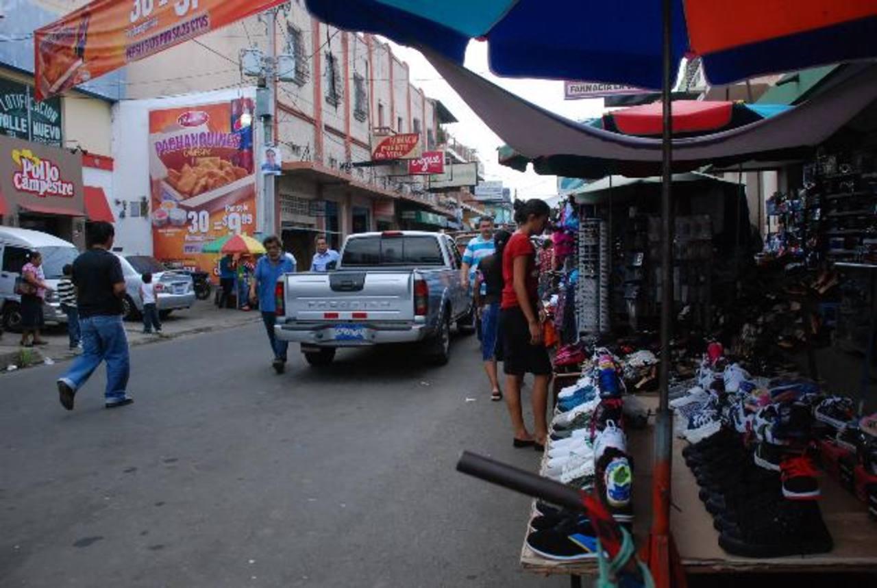 Numerosos usulutecos apoyan el retiro de ventas de todas las calles. Otros lo rechazan. foto edh/LUCINDA QUINTANILLA