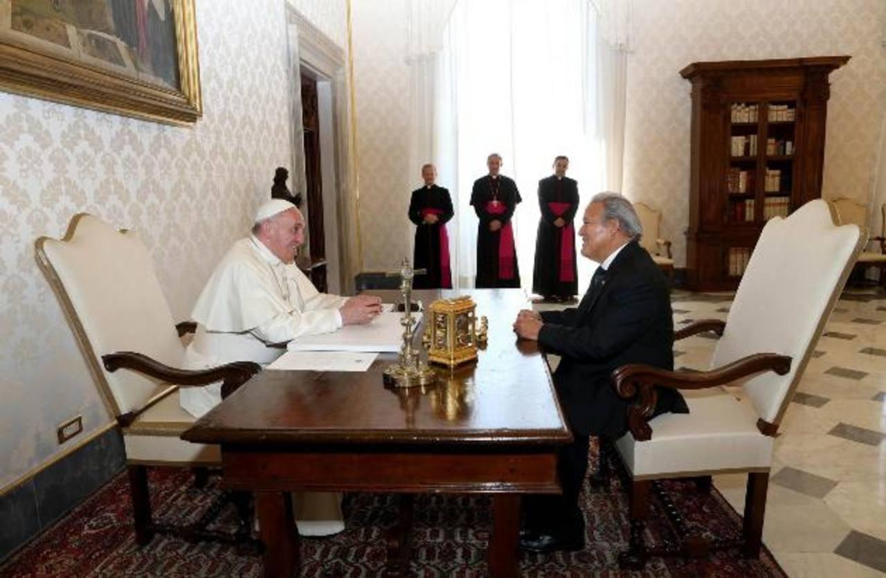 Sánchez Cerén con el papa Francisco