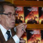 El laureado arqueólogo, Pedro Escalante, durante la presentación del libro. Foto EDH / Miguel Villalta