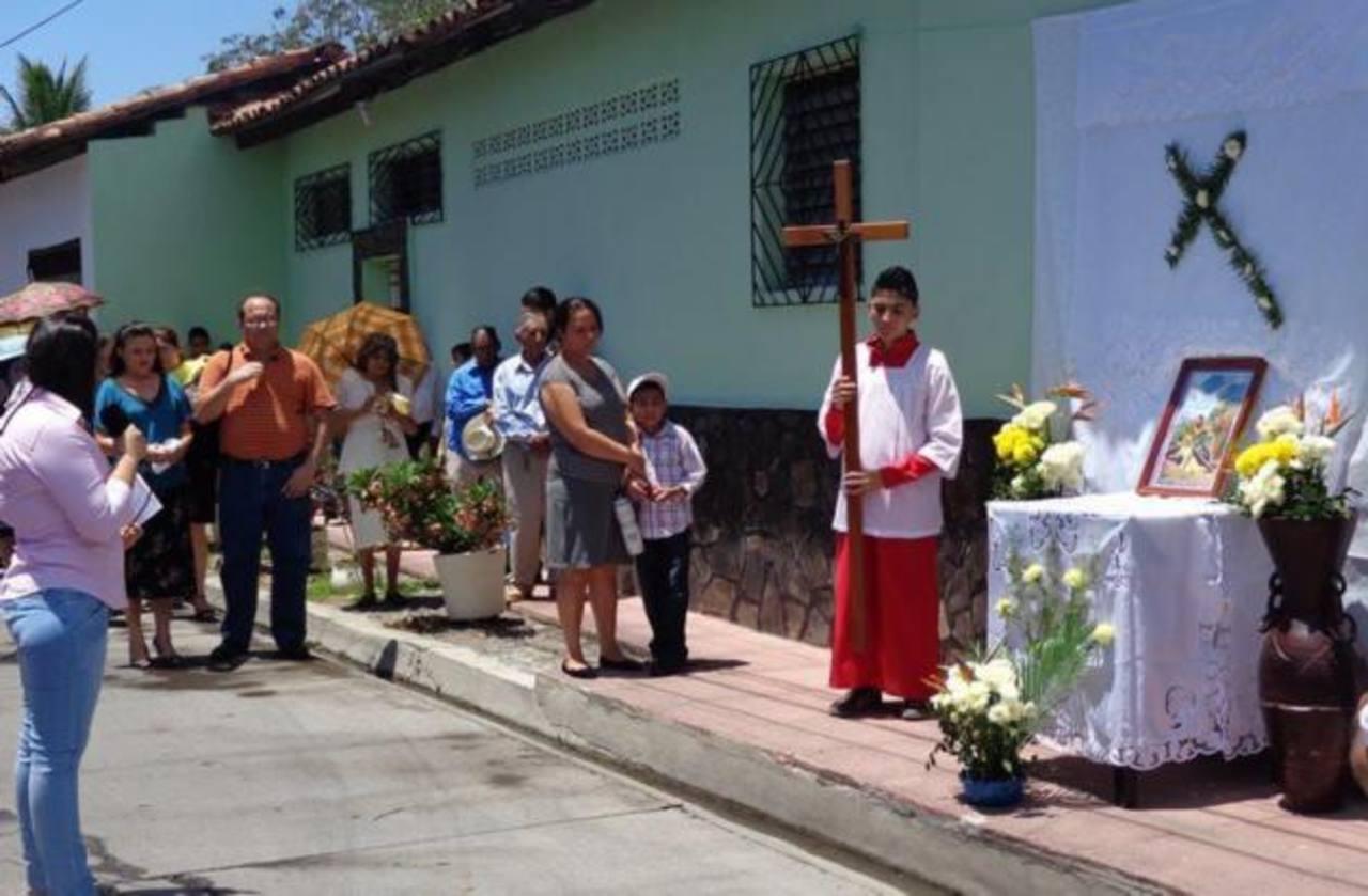 En el municipio de Nueva Esparta la realización de la procesión de Vía Crucis puede variar cada año. En ocasiones utilizan un pequeño crucifijo que recorre las calles aledañas a la parroquia donde se realiza la actividad.