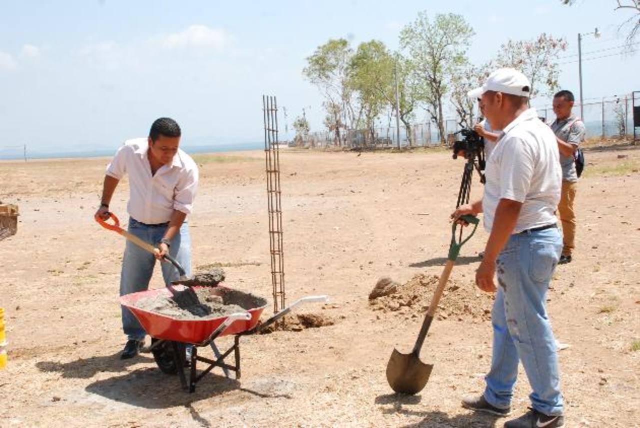 Los trabajos de construcción de la cancha de fútbol macho iniciaron la última semana de marzo. fotos edh / insy mendoza