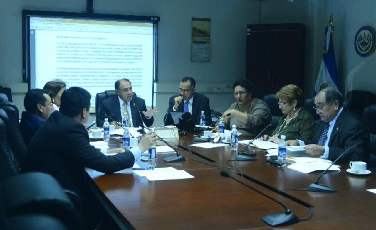 La aprobación de las reformas a la Ley APP será sometida a votación en la plenaria de mañana. FOTO EDH/René Estrada