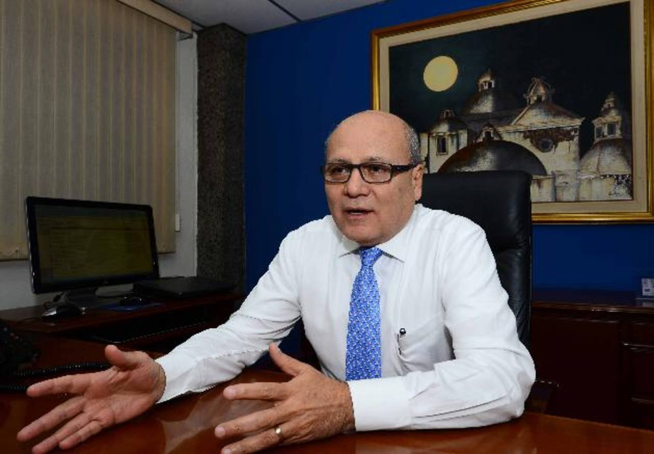 El presidente de Banco Hipotecario, Manuel Rivera, mencionó que la entidad se prepara para crecer más. Foto EDH / R.. Quintanilla