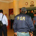 Los fiscales allanaron hoteles en San Salvador propiedad de uno de los sospechosos.