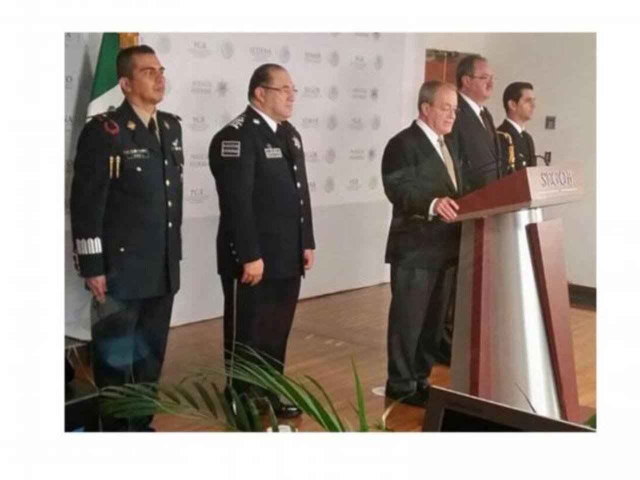 La Secretaría de Gobernación mexicana proporcionó ayer la fotografía del detenido Arnoldo Villa Sánchez (derecha). foto EDH /Reuters