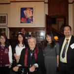 Oscar Vigil (derecha) junto a su familia durante la juramentación como ciudadanos canadienses de su esposa, Carolina Teves, y sus hijos Yarince, Frida y Larissa, por el Teniente Gobernador de Ontario, Honorable David C. Onley.