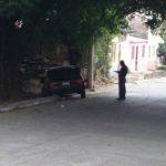 Auto donde se conducían pandilleros que atacaron a policías. Dos detenidos.