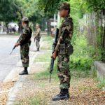Los soldados siguen ejerciendo labores de apoyo a agentes policiales en las calles. Foto EDH/Archivo