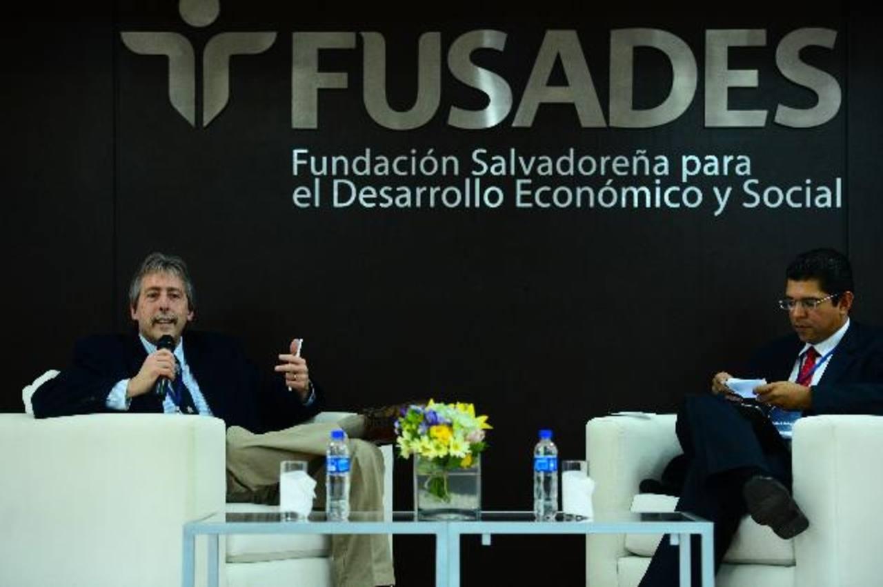 Kenneth Roberts, de la Universidad de Cornell, habló en el FIAP sobre el populismo en América Latina. foto edh / RENÉ QUINTANILLA