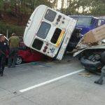 Cinco vehículos chocaron frente a Rancho Navarra. Hay cuatro lesionados