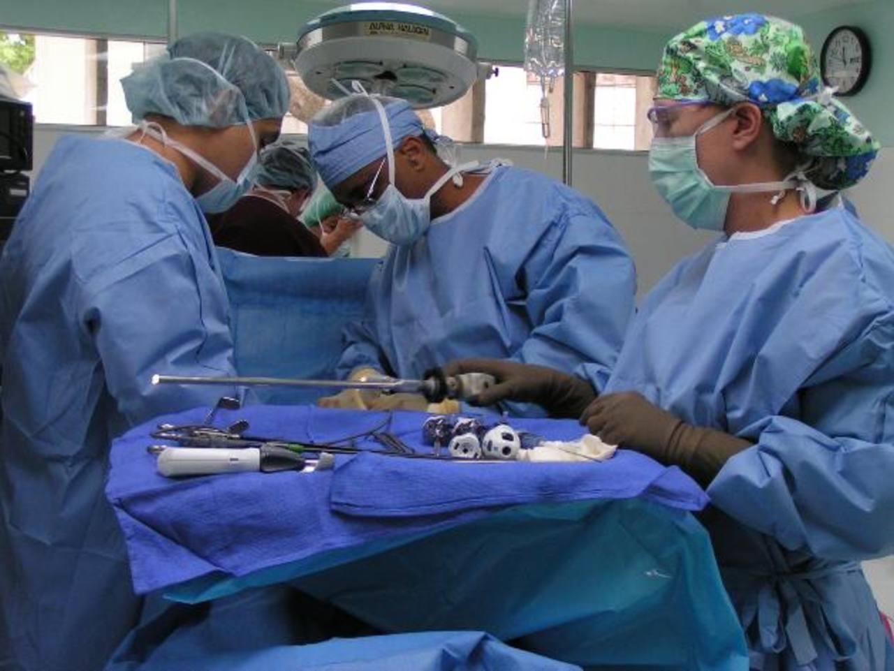 El microseguro cubre consulta médica anual, seguro de vida, indemnización por enfermedad, grave así como renta por hospitalización diaria. Foto EDH / archivo