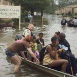 Las autoridades evacuaron ayer a residentes de un complejo de apartamentos en Gulf Breeze, Florida. foto EDH/Reuters