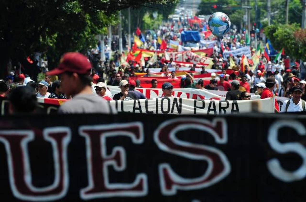 Un grupo de organizaciones saldrá de la Universidad de El Salvador. Foto EDH /archivo