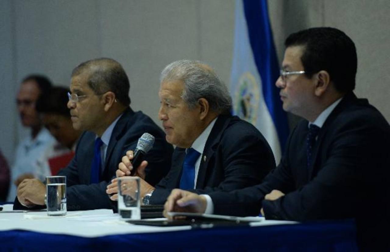 Sánchez Cerén y Ortiz: acuerdo con ANEP es clave para crecimiento