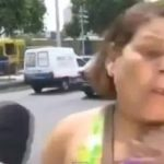 Video: Mujer es asaltada ante cámaras de TV en Brasil