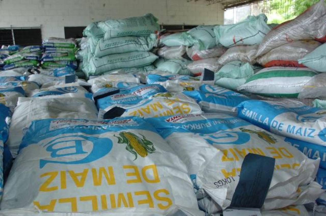 El Ministerio de Agricultura estima que entregará alrededor de 400,000 paquetes agrícolas para este año. Foto edh / archivo
