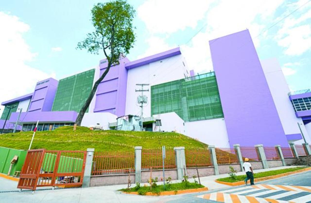 Las obras del hospital iniciaron el 8 de diciembre de 2011.