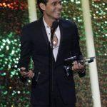 Marc Anthony acepta uno de sus Premios Billboard de la Música Latina, el jueves 24 de abril del 2014 en Coral Gables, Florida.