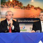 El anuncio de Roberto Kriete (izquierda) permitirá dinamizar el turismo entre los países de la región. foto edh / JORGE REYESEl aeropuerto luce abarrotado a toda hora y ya no da abasto para el nivel de crecimiento del número de vuelos que han surgido