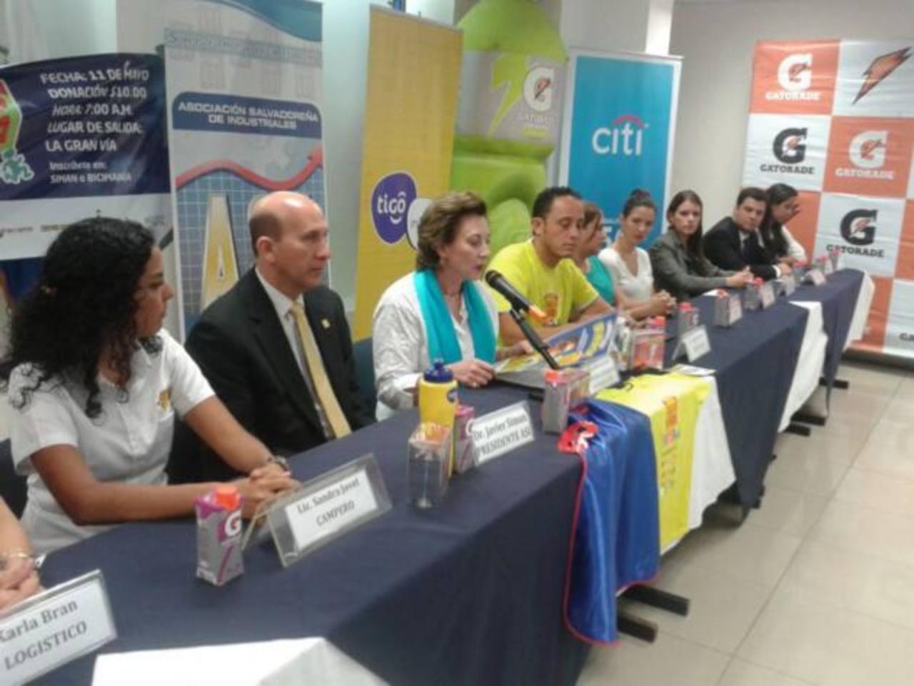 La Fundación Ayúdame a Vivir en apoyo con varias empresas salvadoreñas en conferencia de prensa.