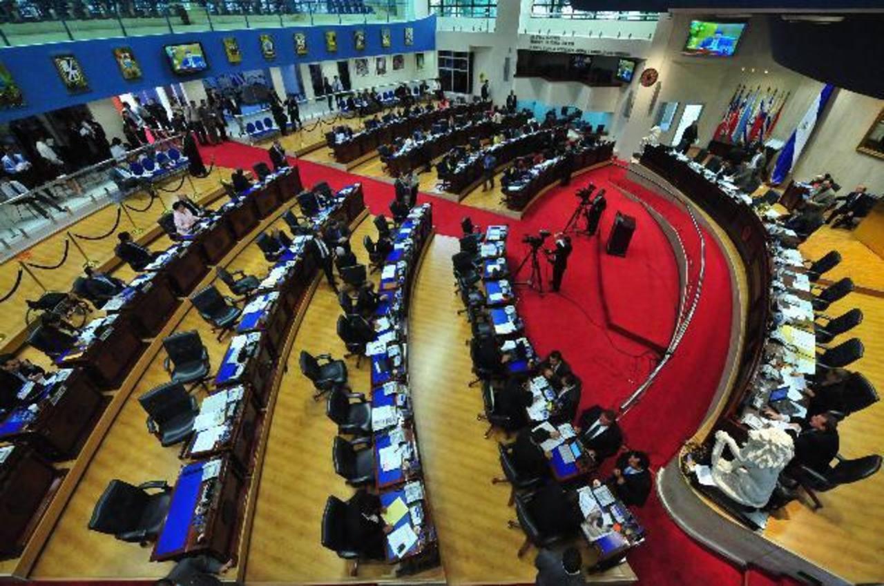 Asamblea sólo revela a 44 de sus 218 asesores