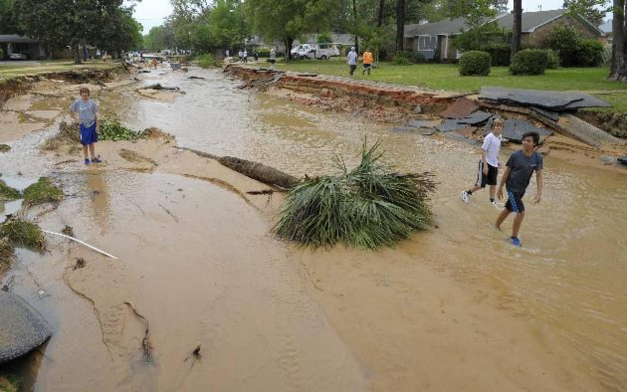 Fotos: Al menos un muerto y carreteras cortadas por inundaciones en Florida