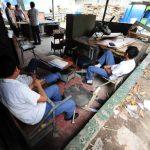 En los talleres de los institutos nacionales, donde los alumnos deben practicar, no hay materiales. Tampoco hay dinero para reparar equipos e infraestructura. Foto EDH / ARCHIVO